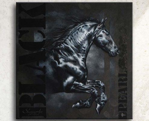 Art équin : tableau BLACK PEARL, avec une étalon frison au galop avec de la typographie, réalisé avec la technique de la peinture acrylique sur fond noir. Meilleur artiste équin peintre animalier. art, équin, équestre, acheter, tableau, peinture, cheval, chevaux, déco, décoration, moderne, contemporain, oeuvre, cadre, mur, huile, mouvement