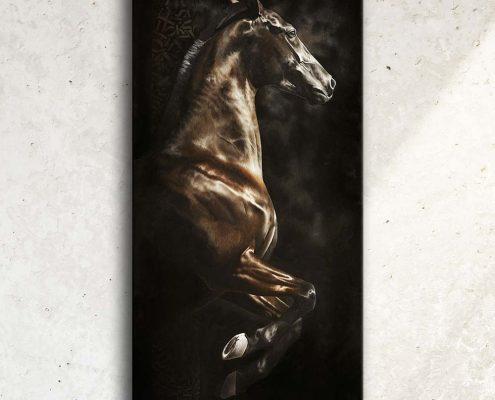 Art équin à acheter : tableau FOEHN, un cheval cabré, réalisé avec la technique de la peinture à l'huile, sur fond noir. Meilleur artiste équin peintre animalier. art, équin, équestre, acheter, tableau, peinture, cheval, chevaux, déco, décoration, moderne, contemporain, oeuvre, cadre, mur, huile, mouvement. Portrait équin, tableau original d'un cheval dans un style réaliste en ombre et lumière, réalisé avec la technique de la peinture à l'huile par Skyzune ART. Meilleur artiste peintre équin et animalier. Tableau original animalier contemporain et graphique de Skyzune ART, artiste peintre pastelliste en art équin et animalier réaliste en ombre et lumière, à la peinture acrylique, à la peinture à l'huile et au pastel, art mural, décoration d'intérieur moderne, art de luxe, décoration hôtel design intérieur luxe, art, équin, équestre, acheter, tableau, peinture, cheval, chevaux, déco, décoration, moderne, contemporain, oeuvre, cadre, mur, huile, mouvement, artiste peintre équin et animalier, peinture et pastel. art animalier de luxe
