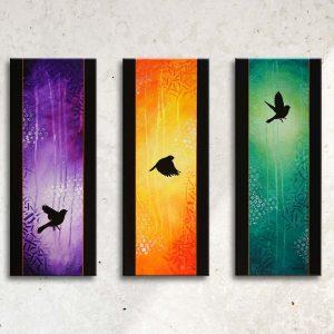 Art abstrait animalier : tableau IKOHORIA, triptyque en 3 couleurs, avec des oiseux, réalisé avec la technique de la peinture acrylique