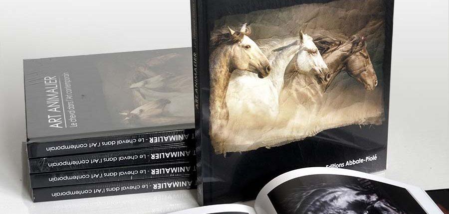 """Livre, Publication de tableaux de Skyzune dans le livre """"ART ANIMALIER, le cheval dans l'art comptemporain"""""""