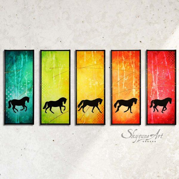 Art abstrait équin : tableau ATAKANYA, avec une silhouette de cheval sur fond graphique coloré, réalisé avec la technique de la peinture acrylique, et peinture or. décomposition du galop du cheval. moderne et graphique